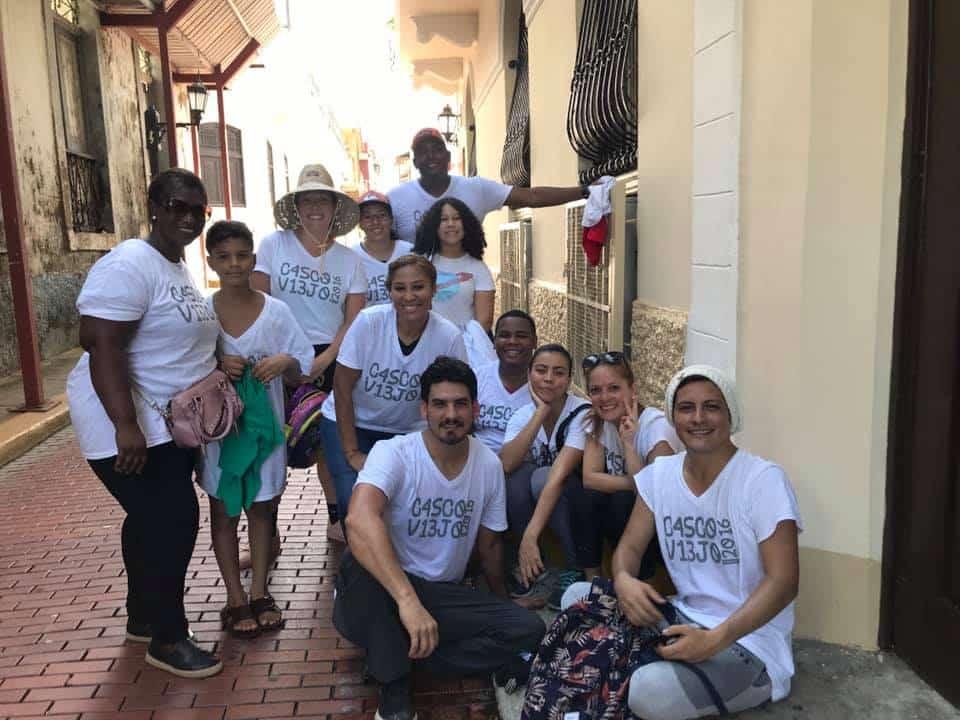 Vecinos voluntarios para ayudar a limpiar la playa de Casco Viejo Panamá