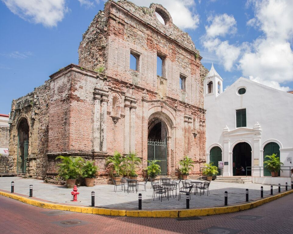 The Museum of Colonial Religious Art of Panama is in the old chapel of the Santo Domingo church in Casco Viejo