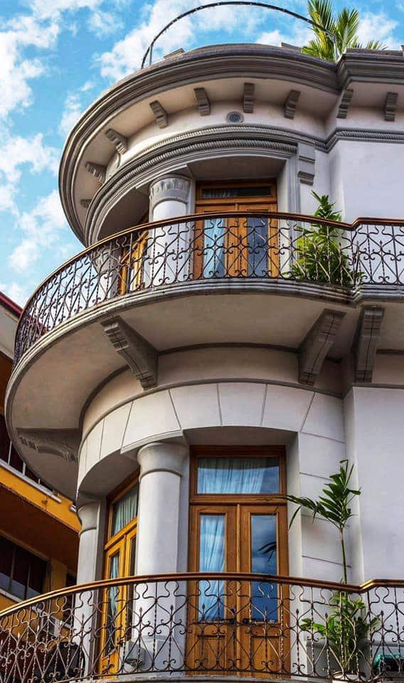 Cada habitación en La Concordia Hotel tiene su propio balcón.
