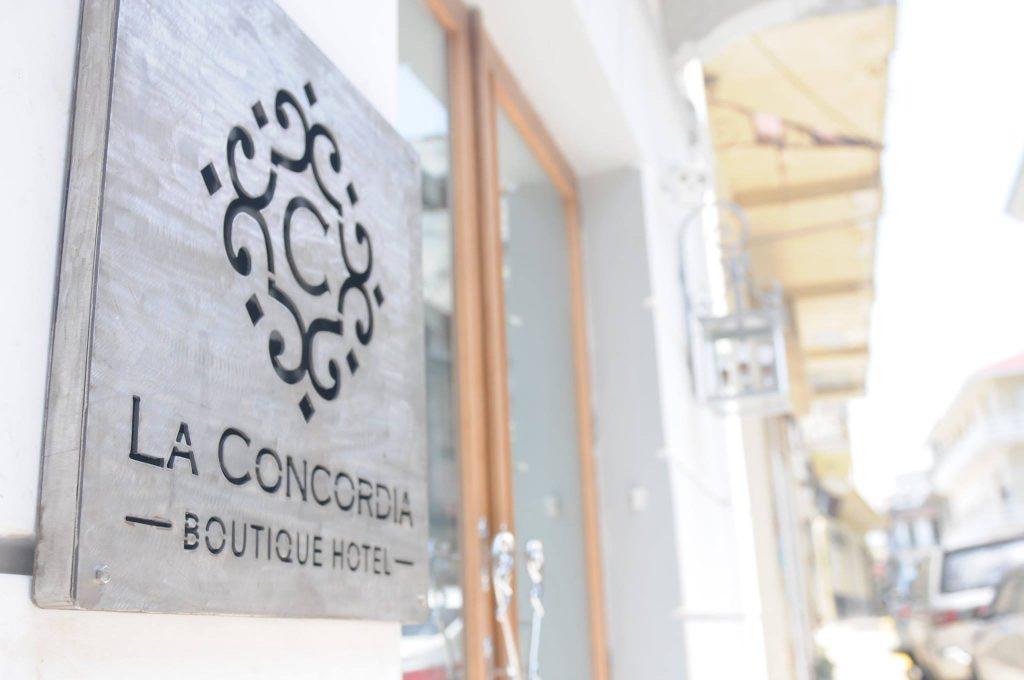 Letrero en la entrada del Hotel La Concordia