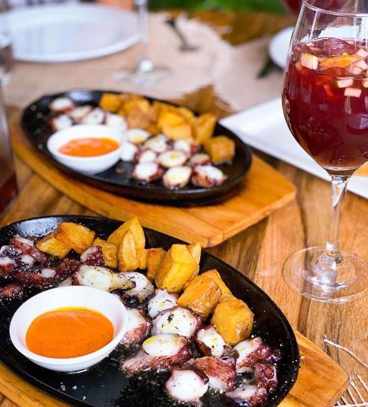 Octopus with potatoes and a glass of sangria at Santa Rita Restaurant Casco Viejo