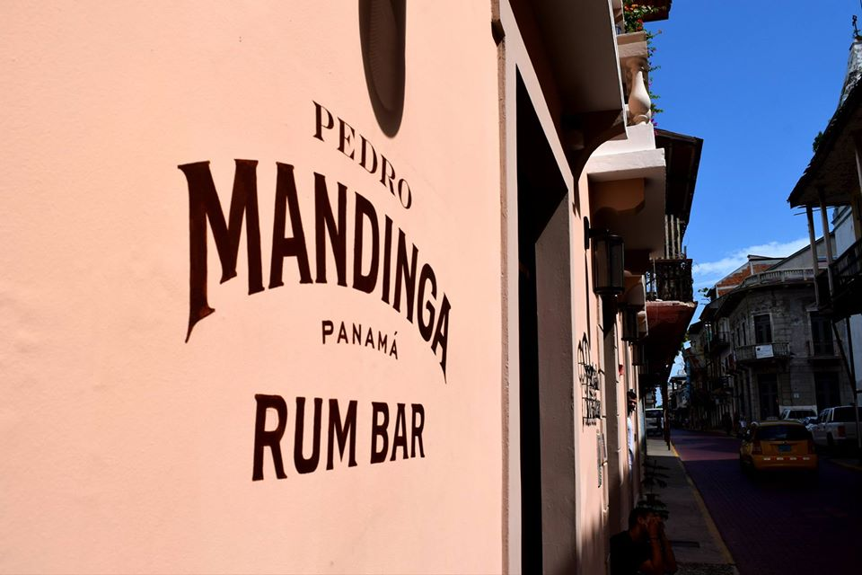 El bar de ron Pedro Mandinga en Casco Viejo está ubicado en la Avenida A entre las calles 9 y 8 oeste