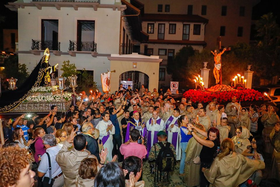 Procession of the churches in Casco Viejo during Easter