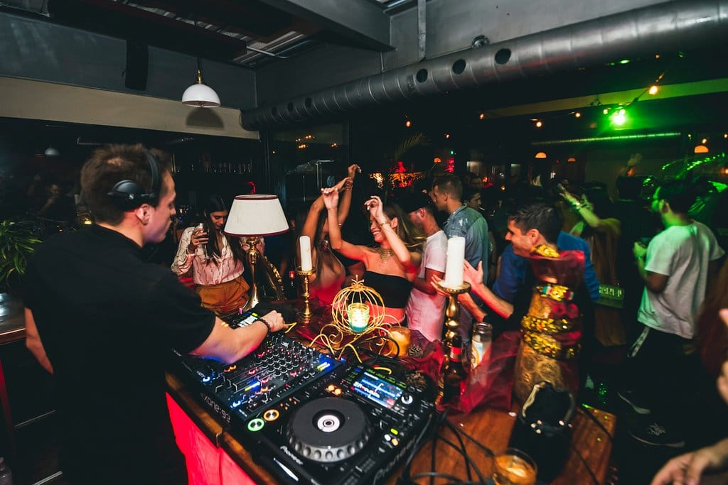 """On Saturdays the """"Helicón"""" party is held with a DJ at the Caliope Restaurant"""