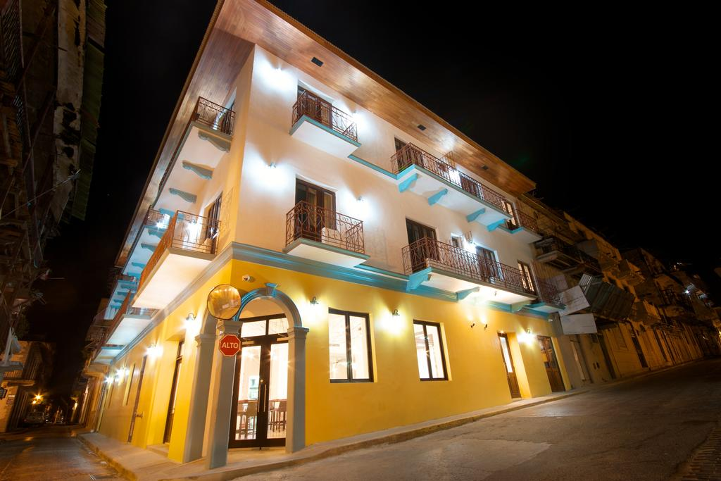 Tantalo Hotel is located on the corner of Calle 8 east with Avenida B