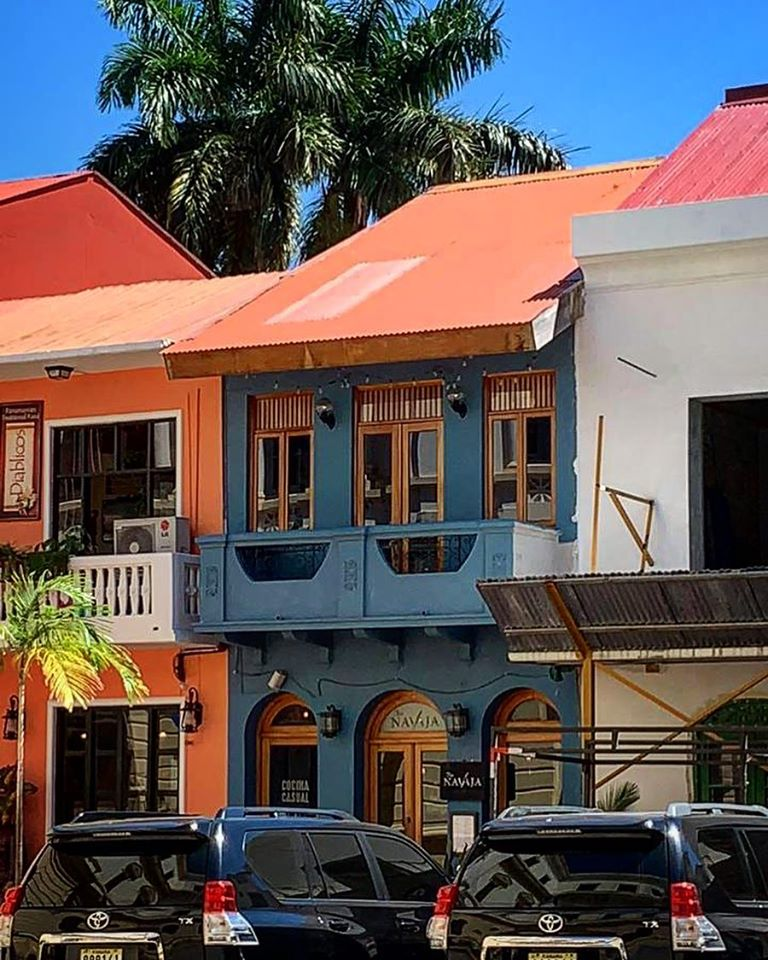 Tio Navaja is located on Avenida Central right in front of the Ministry of Government of Panama