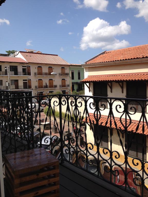 Desde el balcón del Gatto Blanco Party Hotel puedes ver el Hotel Casa Antigua
