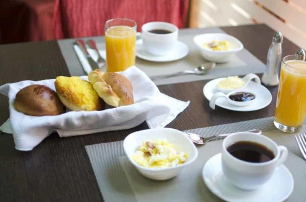 desayuno del Hotel Gatto Blanco Party