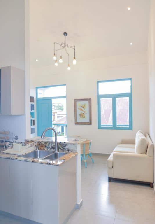 kitchen and living room of  apartment 1A in Flor de Lirio Casco Viejo