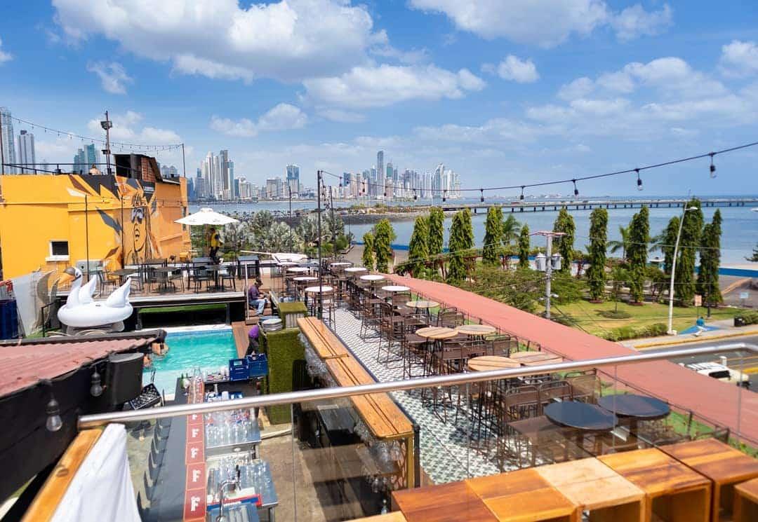 El uso de la piscina es para huéspedes en Hotel Casa Panama, sin embargo, se hacen fiestas durante el verano