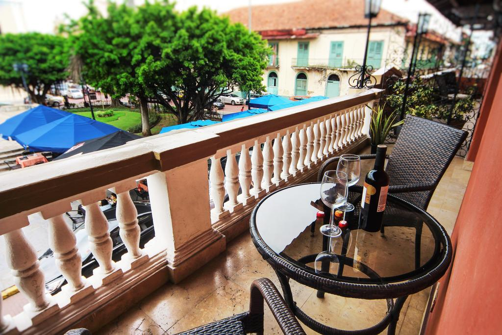 balcony of hotel colombia looking at plaza bolivar