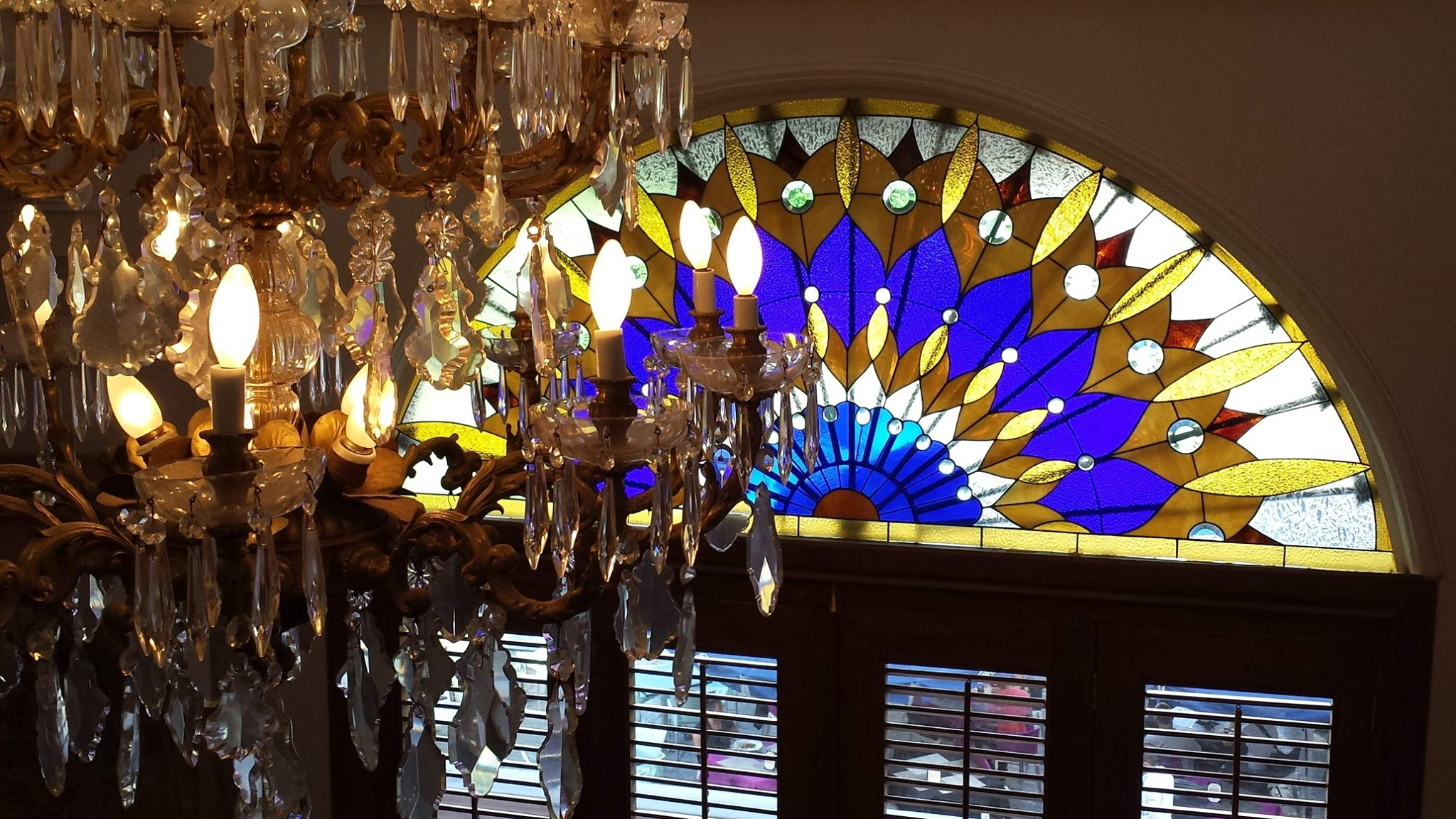 chandelier and stained glass in hotel colombia casco viejo