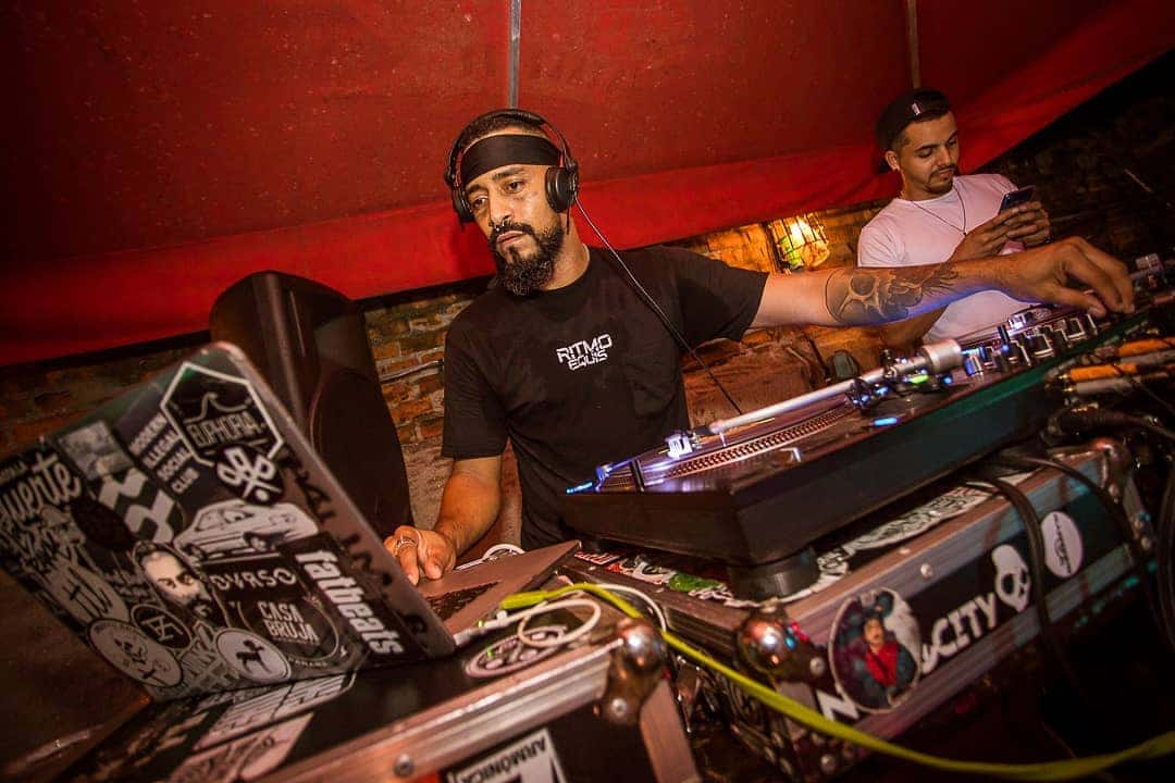 dj playing i Relic Bar Casco Viejo