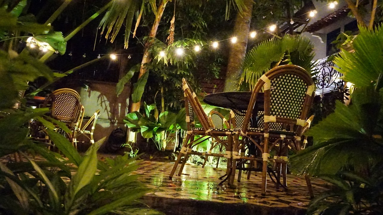 Internal courtyard of Mahalo Casco Viejo in Las Clementinas Hotel