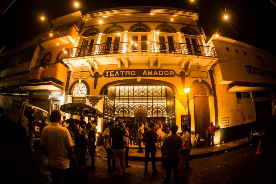 People waiting outside to get into Teatro Amador
