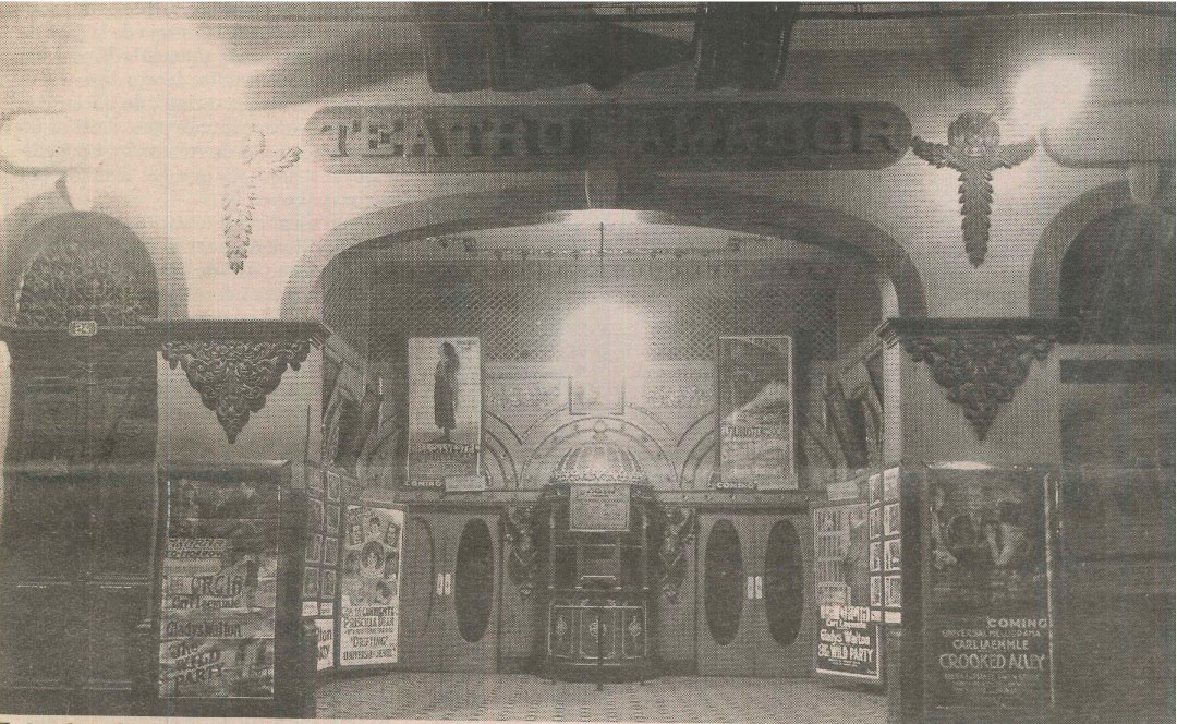 Vintage photo of Teatro Amador when it was a movie theater