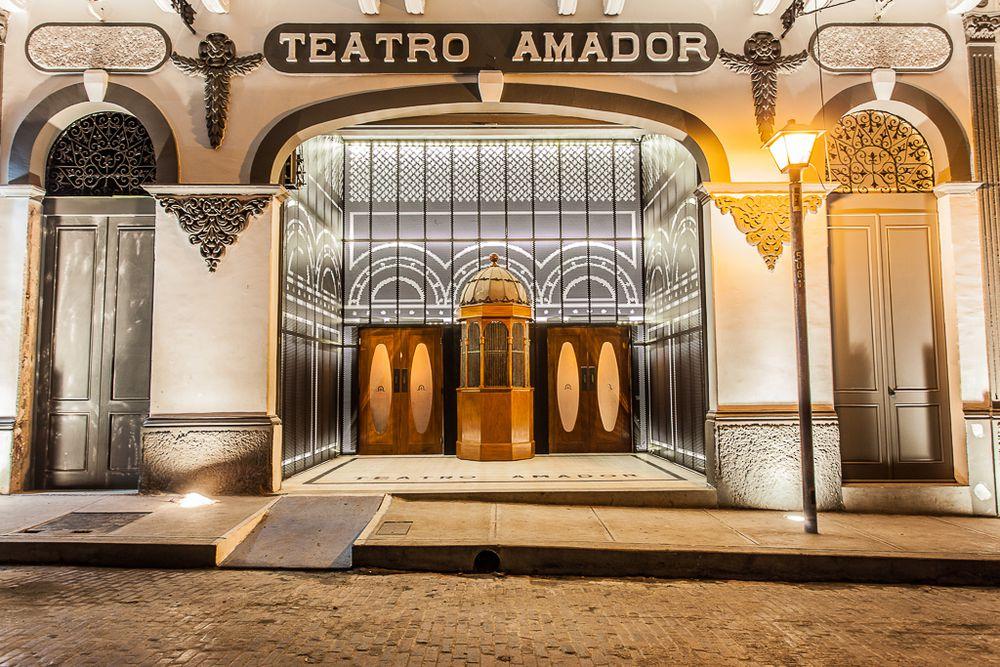 Vestíbulo exterior y taquilla del Teatro Amador Casco Viejo